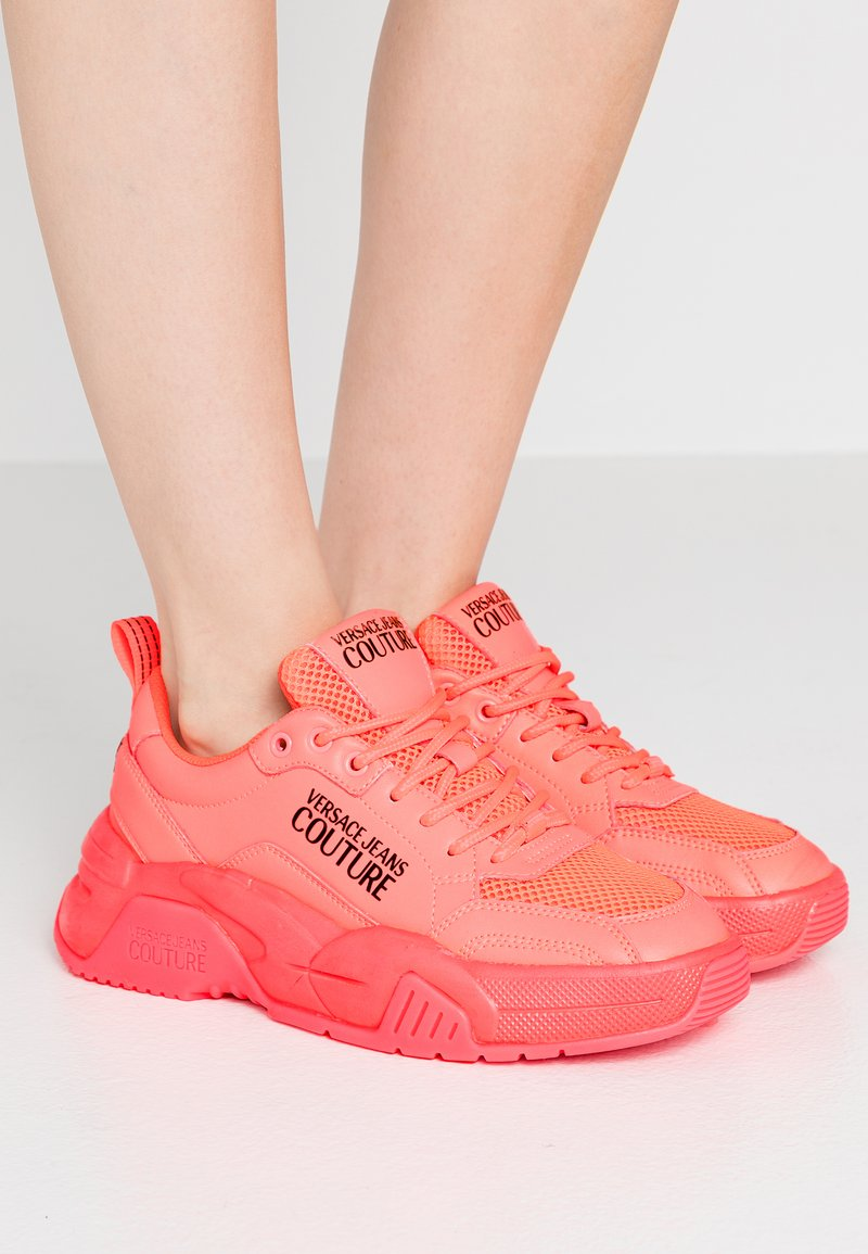 Versace Jeans Couture - Baskets basses - corallo fluo