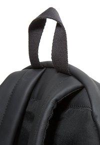 Eastpak - PADDED PAK'R/MARCH SEASONAL COLORS - Tagesrucksack - black ink leather - 6