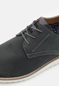 Madden by Steve Madden - CLIPER - Sznurowane obuwie sportowe - black - 5