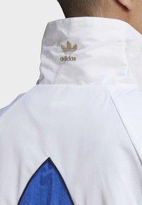 adidas Originals - BIG TREFOIL WOVEN TRACK TOP - Veste de survêtement - white - 7
