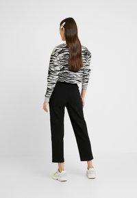 Urban Classics - LADIES HIGH WAIST CROPPED - Trousers - black - 2