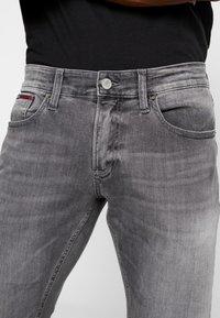 Tommy Jeans - SCANTON - Slim fit -farkut - nostrand grey - 4