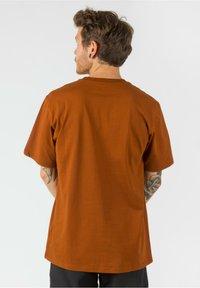 Carhartt WIP - Basic T-shirt - brandy - 2