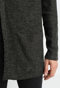 YOURTURN - Cardigan - oliv/black - 3