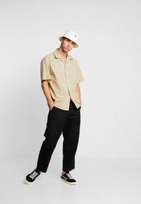 Carhartt WIP - DALLAS PANT - Pantalones - black stone washed - 1