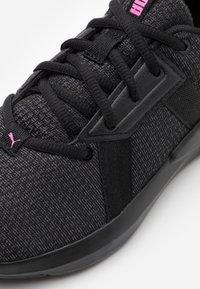 Puma - CHROMA - Obuwie treningowe - black/asphalt/luminous pink - 5