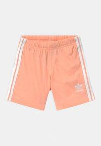 adidas Originals - SET UNISEX - Shorts - white/glow pink - 2