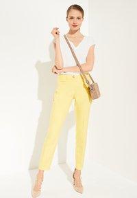 comma - Trousers - lemon - 1