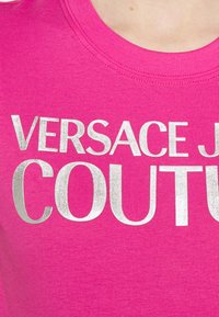 Versace Jeans Couture - Print T-shirt - pink/silver - 5
