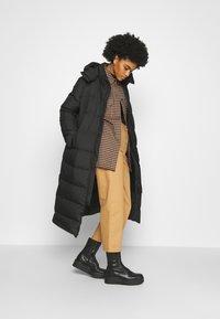 The North Face - TRIPLE PARKA - Down coat - black - 4