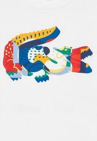 Lacoste - TEE TURTLE NECK - Print T-shirt - blanc - 3
