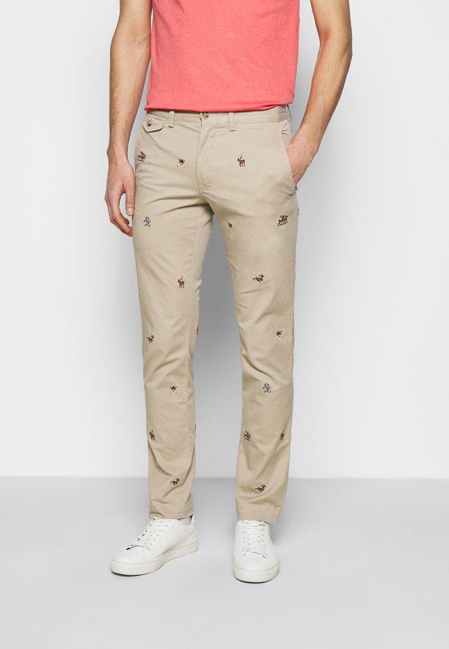 SLIM FIT BEDFORD PANT - Chino kalhoty - tan