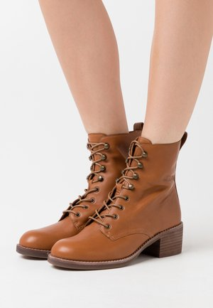 PATTI LACE UP BOOT - Lace-up ankle boots - english saddle