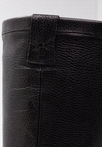 Bullboxer - Vysoká obuv - black - 2