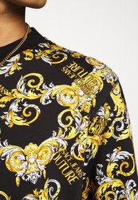 Versace Jeans Couture - PRINT NEW LOGO - Mikina - nero - 5