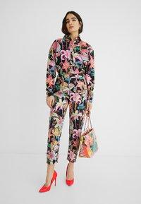 Desigual - DESIGNED BY MARIA ESCOTÉ: - Camisa - black - 1