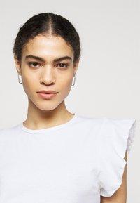CLOSED - WOMEN - Basic T-shirt - ivory - 3
