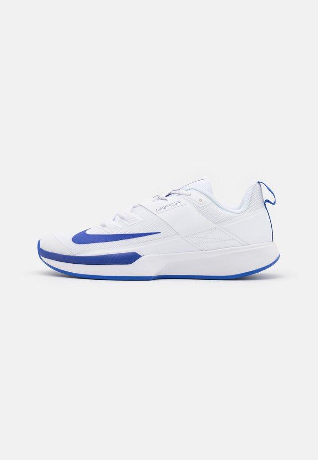 VAPOR LITE - Scarpe da tennis per tutte le superfici - white/hyper blue