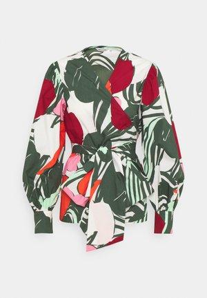 AALTOILI ISO MEHU - Blouse - green/red/sand