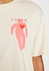 Monki - MAI TEE - T-shirts print - beige placement print - 5