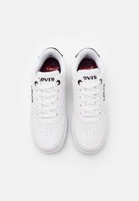 Levi's® - NEW UNION UNISEX - Trainers - white/black - 3