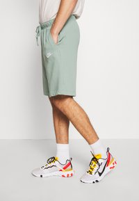Nike Sportswear - CLUB - Shorts - silver pine/white - 4