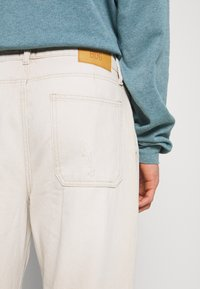BDG Urban Outfitters - BOW  - Tapered-Farkut - ecru - 5