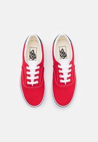 Vans - ERA 59 UNISEX - Sneakers - red/true white - 3