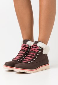 Cole Haan - ZEROGRAND EXPLORE HIKER WP - Winter boots - coffee bean/ivory/smokey grey - 0