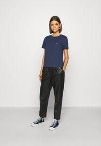 Tommy Jeans - REGULAR C NECK - Jednoduché triko - blue - 1