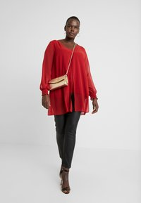 Evans - SPLIT FRONT SHIRRED CUFF - Blouse - red - 1