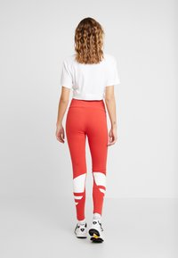 adidas Originals - LARGE LOGO ADICOLOR LARGE LOGO TIGHT TIGHTS - Legíny - lush red/white - 2