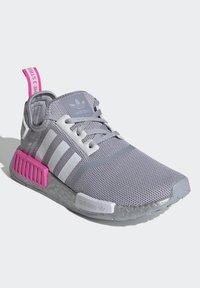 adidas Originals - NMD_R1 SHOES - Matalavartiset tennarit - halo silver/ftwr white/screaming pink - 2