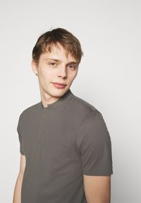 DRYKORN - LOUIS - Basic T-shirt - grey - 3