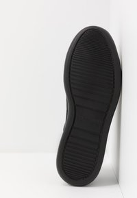 Calvin Klein - FORSTER LOW TOP LACE UP SOFT - Trainers - black - 4