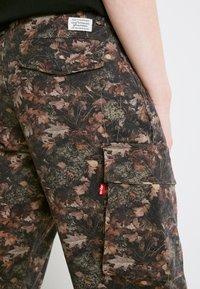 Levi's® - Pantaloni cargo - spodumeme - 6