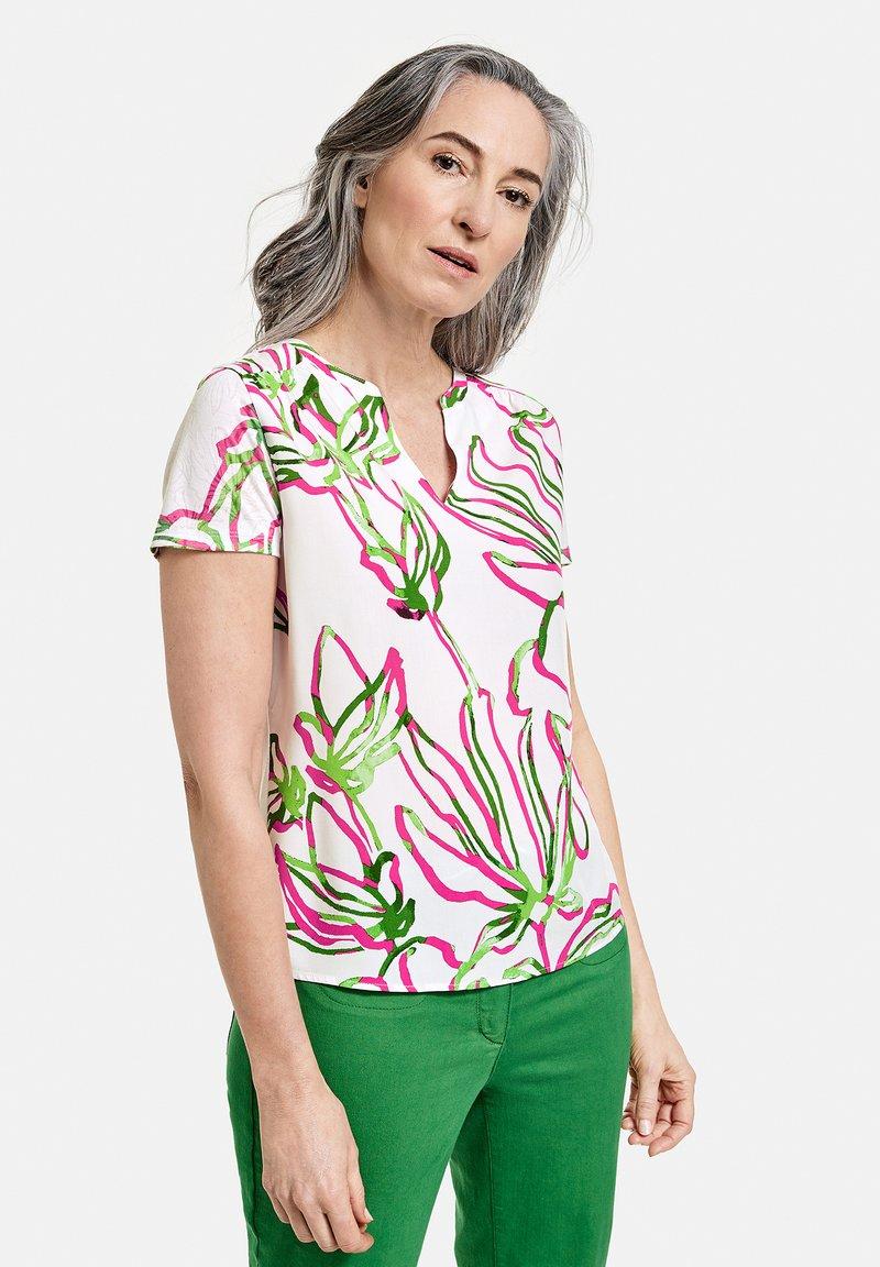 Gerry Weber - 1/2 ARM - Print T-shirt - weiß azalea palm druck
