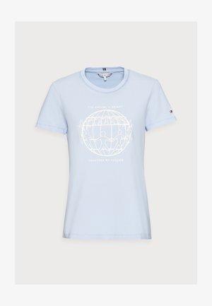 ONE PLANET REGULAR TEE - T-shirts med print - sweet blue