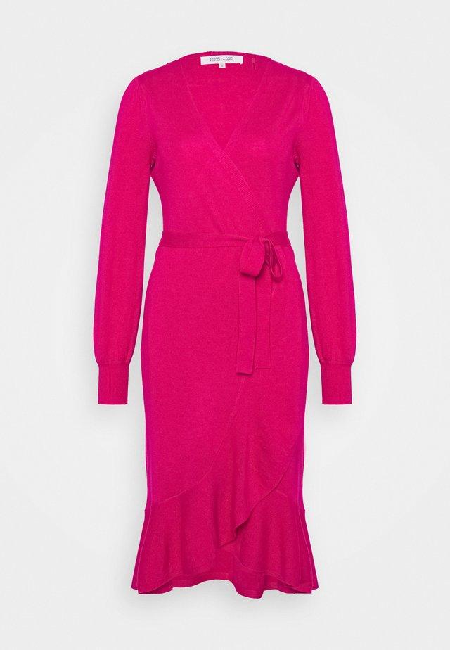 KENNEDY - Stickad klänning - beet