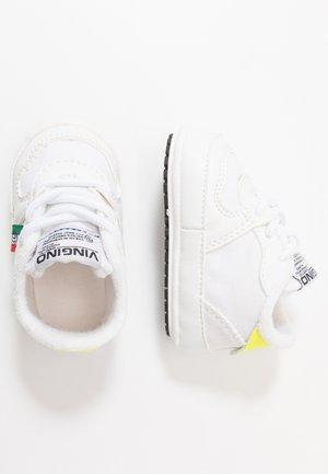 YARI - Vauvalahja - retro white