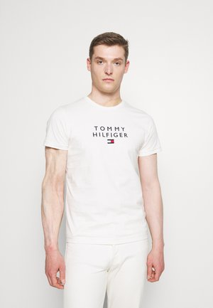STACKED FLAG TEE - T-shirt con stampa - ivory