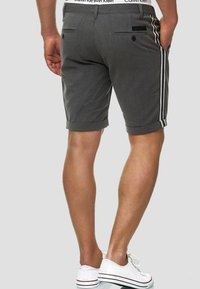 INDICODE JEANS - Shorts - charcoal - 2