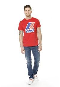 K-Way - PETE MACRO LOGO - Print T-shirt - red - 1