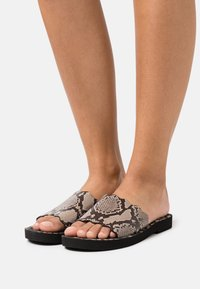 See by Chloé - ESSIE FLAT - Pantofle - medium grey - 0