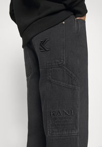 Karl Kani - PANTS - Jeans Straight Leg - washed black - 4