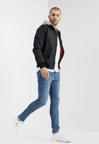 Alpha Industries - HOOD - Bomber bunda - black - 1