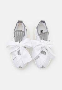 MM6 Maison Margiela - Nazouvací boty - drizzle/white - 4