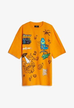 MIT GAMING - Print T-shirt - orange