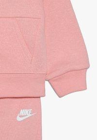 Nike Sportswear - PANT BABY SET - Träningsset - echo pink - 3