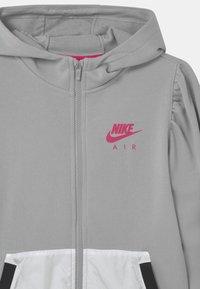 Nike Sportswear - AIR HOODIE - Mikina na zip - light smoke grey - 2